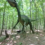 Therizinosaurus in the forest